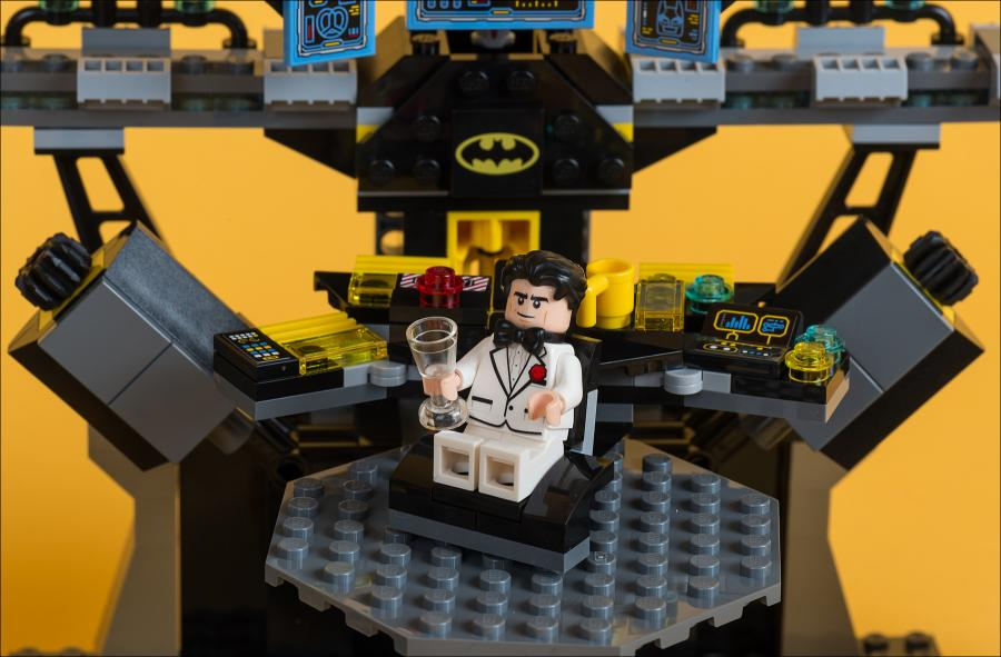 ОБЗОР НАБОРА LEGO 70909 BATCAVE BREAK-IN (НАПАДЕНИЕ НА БЭТПЕЩЕРУ)